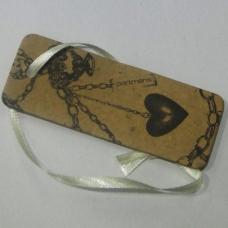 吊牌 几何 心形 链条 香水 免费素材
