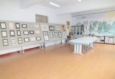 根河一中美术室内景图片