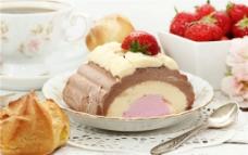 草莓冰激凌蛋糕图片