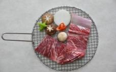 传统生烤牛排图片