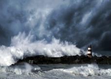 海边巨浪图片