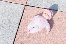 被遗弃的娃娃
