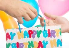 送生日礼物或礼物