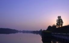 水上乐园早晨图片