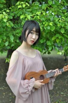 吉他美女图片