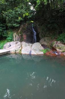 山间水塘图片