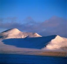 斜阳雪山图片