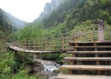 山间木桥图片