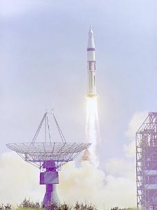 发射火箭图片