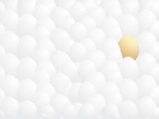 孤立的白色背景下金蛋的蛋